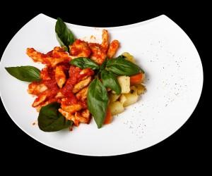 Пилешко скарпарјело со доматен сос и лук
